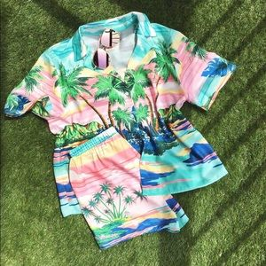 NWT • Flying Tomato • Hawaiian print top • S M L •